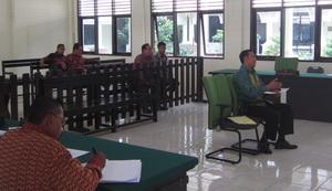 Pemeriksa BPK RI, I Kadek Suartama, saat menjadi ahli di  persidangan dalam kasus Bagian Perlum Parigi Moutong TA 2006, Rabu (21/8).