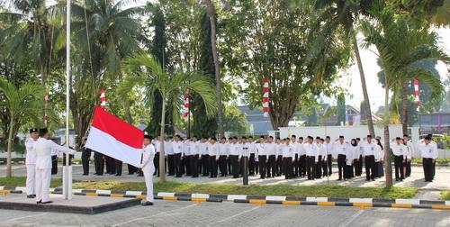 Pengibaran Sang Saka Merah Putih Pada Upacara Peringatan HUT Kemerdekaan Republik Indonesia Ke-68