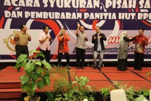 BPK Perwakilan Sulawesi Tengah memperingati malam puncak HUT BPK RI Ke-69 di Ballroom Hotel Santika Palu pada hari Kamis, 21 Januari 2016 yang lalu. Meskipun saat itu Kota Palu diguyur hujan, tidak mengurungkan niat keluarga besar BPK Sulteng untuk menghadirinya. Setelah Melvin Madison dan Amanda selaku MC membuka acara, diawali dengan penyampaian laporan pelaksanaan oleh Ibu Zuhria Sirajang selaku Ketua Panitia, dilanjutkan pemotongan nasi tumpeng sebagai simbol rasa syukur keluarga besar BPK Sulteng oleh Bapak Mokhammad Bayu Sabartha