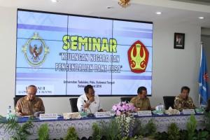 Selasa, 8 Maret 2016 bertempat di IT Center Universitas Tadulako Jalan Soekarno Hatta KM 9 Palu, BPK RI menyelenggarakan seminar ilmiah hasil kerja sama dengan pihak Universitas Tadulako. Acara dimulai pukul 9.00 WITA dengan laporan penyelenggaraan kegiatan oleh Auditor Utama Keuangan Negara VI BPK, Sjafrudin Mosii, S.E., M.M. dan dilanjutkan dengan sambutan dari Rektor Universitas Tadulako, Prof. Dr. Ir. Muhammad Basir Cyio, S.E., M.S. Seminar diisi dengan pemaparan yang disampaikan secara berurutan oleh Anggota VI BPK, Prof. Dr. Barullah Akbar dari segi auditing, M.B.A., C.I.P.M., Gubernur Sulawesi Tengah, Drs. Longki Djanggola, M.Si. selaku sektor pelaksana, dan Direktur Jenderal Bina Pemerintahaan Desa Kementrian Dalam Negeri, Nata Irawan, S.H., M.Si sebagai wakil dari regulaotor. Bertindak sebagai moderator dalam acara tersebut adalah Achmad Djajuli, S.E.,M.M., M.Si [ ... ]